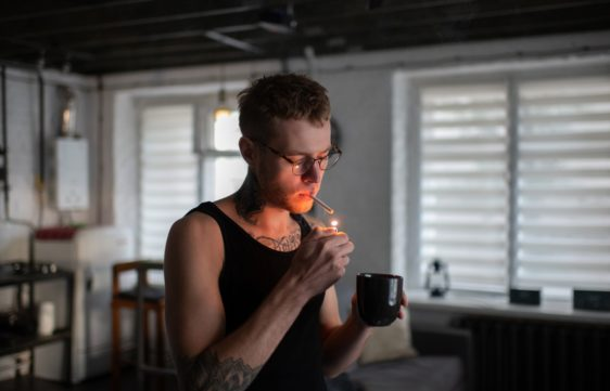 """Read more about the article """"Wake and Bake"""" – Pros & Cons of Smoking Weed in the Morning"""